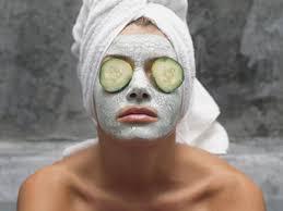 doma narejena maska za obraz