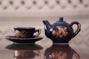 Čajnik s skodelico