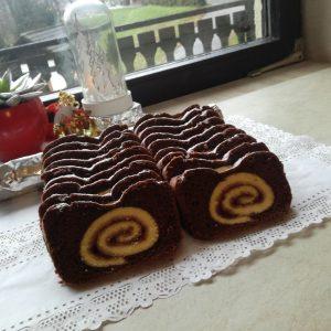 rolada v temnem biskvitu za marmornati kolač